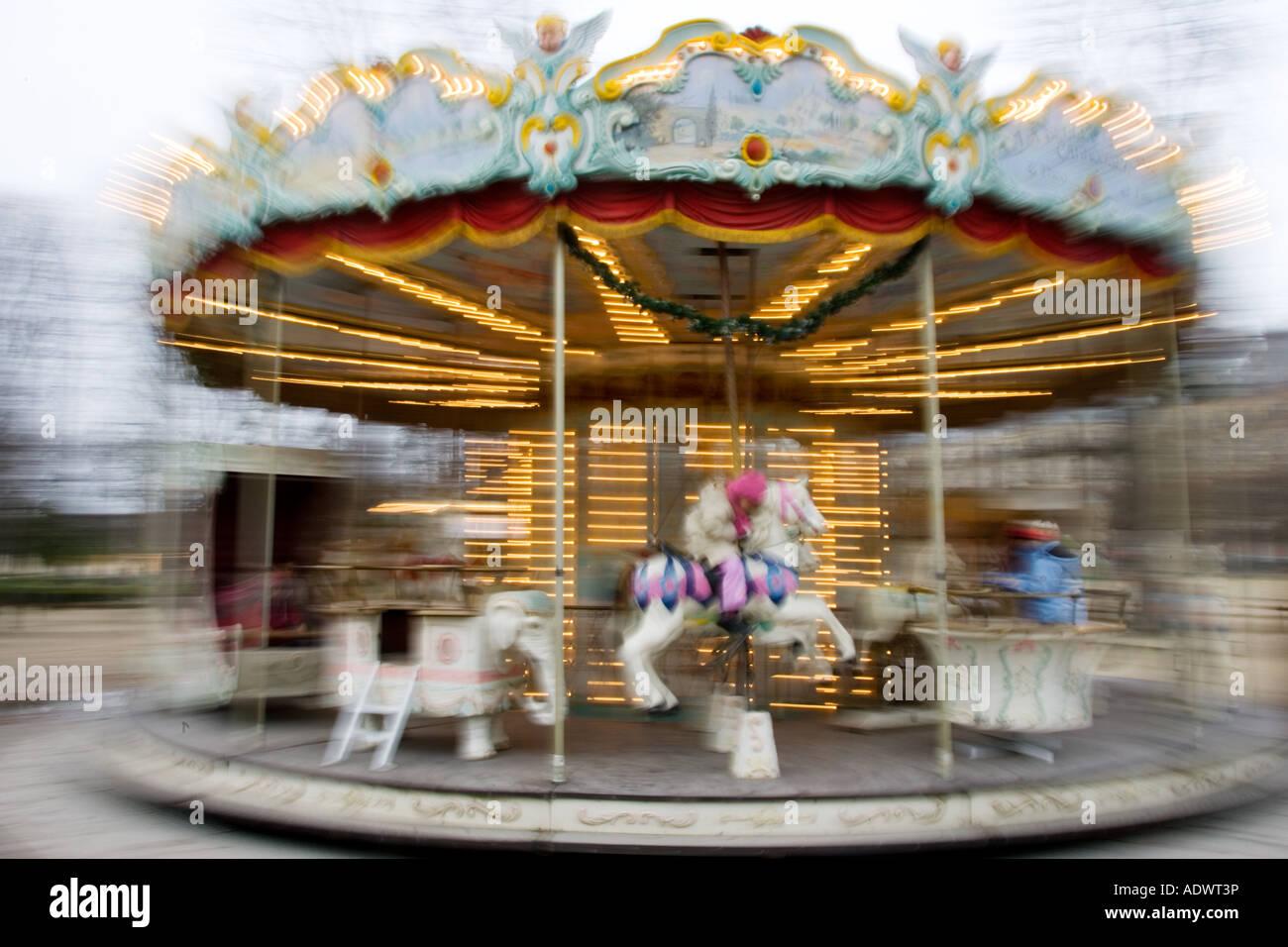 Carrusel en el Jardin des Tuileries Paris Francia Central Foto de stock