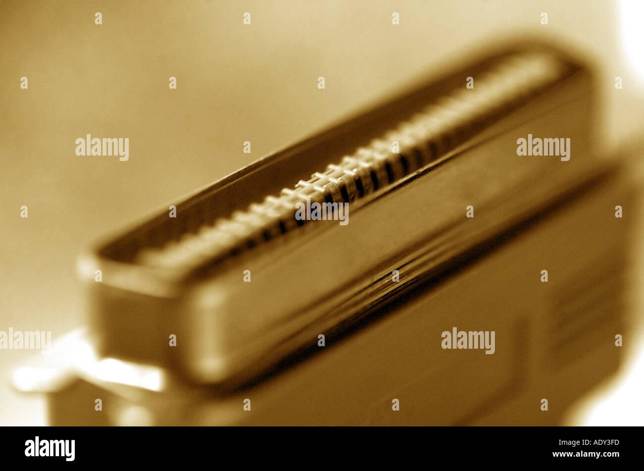 Equipo Comm en blanco y negro b w socket serial cable de impresora en concepto de tecnología informática Imagen De Stock