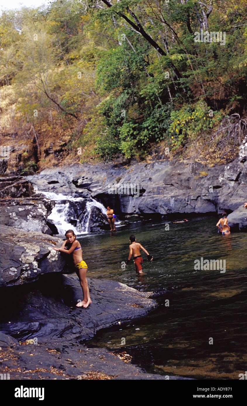Viajes Distrito Federal morada do Sol Chapada dos Veadeiros alto paraíso ir la gente river stream arroyo natural bosque poo Imagen De Stock