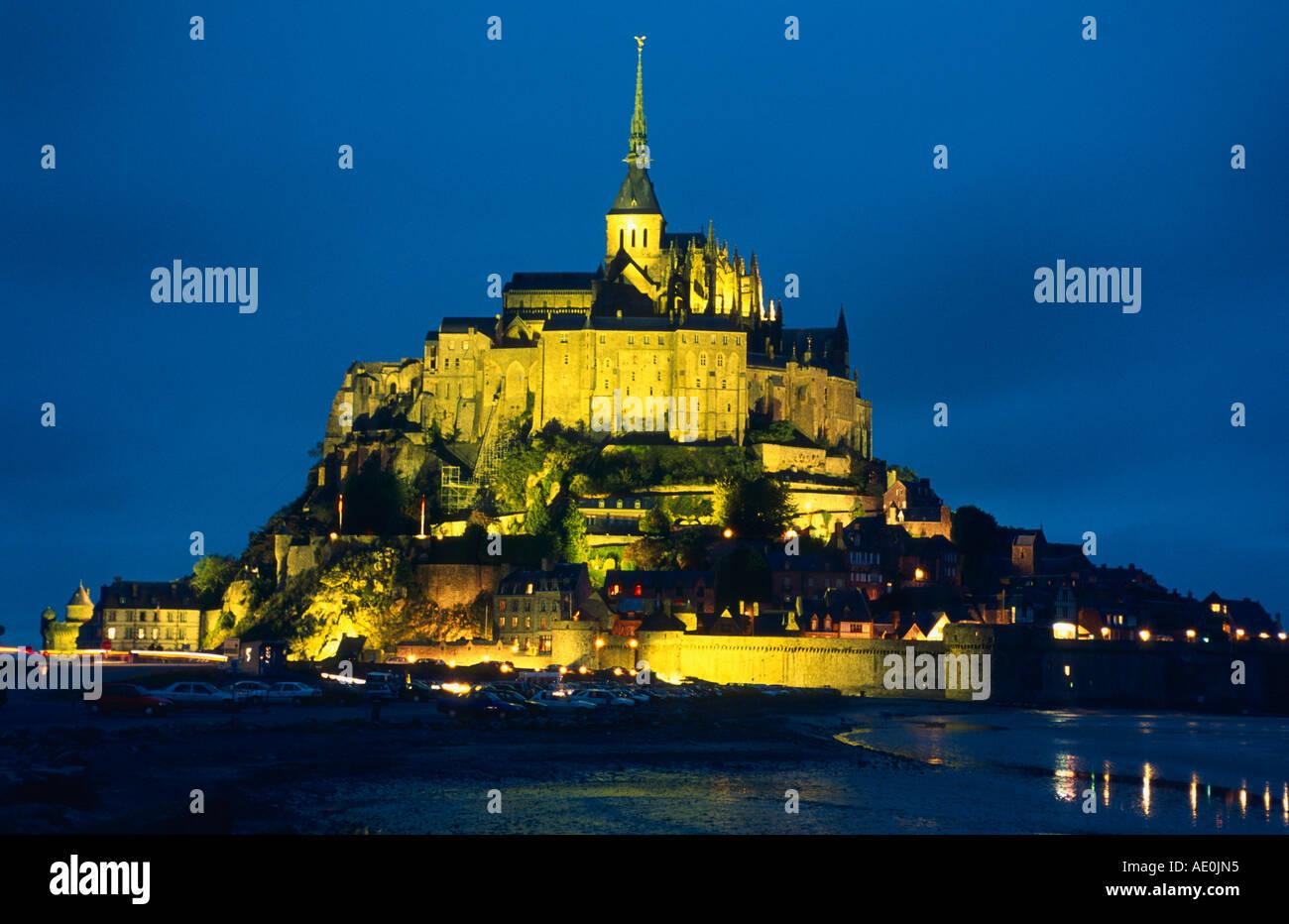 Normandie Mont St Michel Abteiberg Nachtaufnahme francia Imagen De Stock