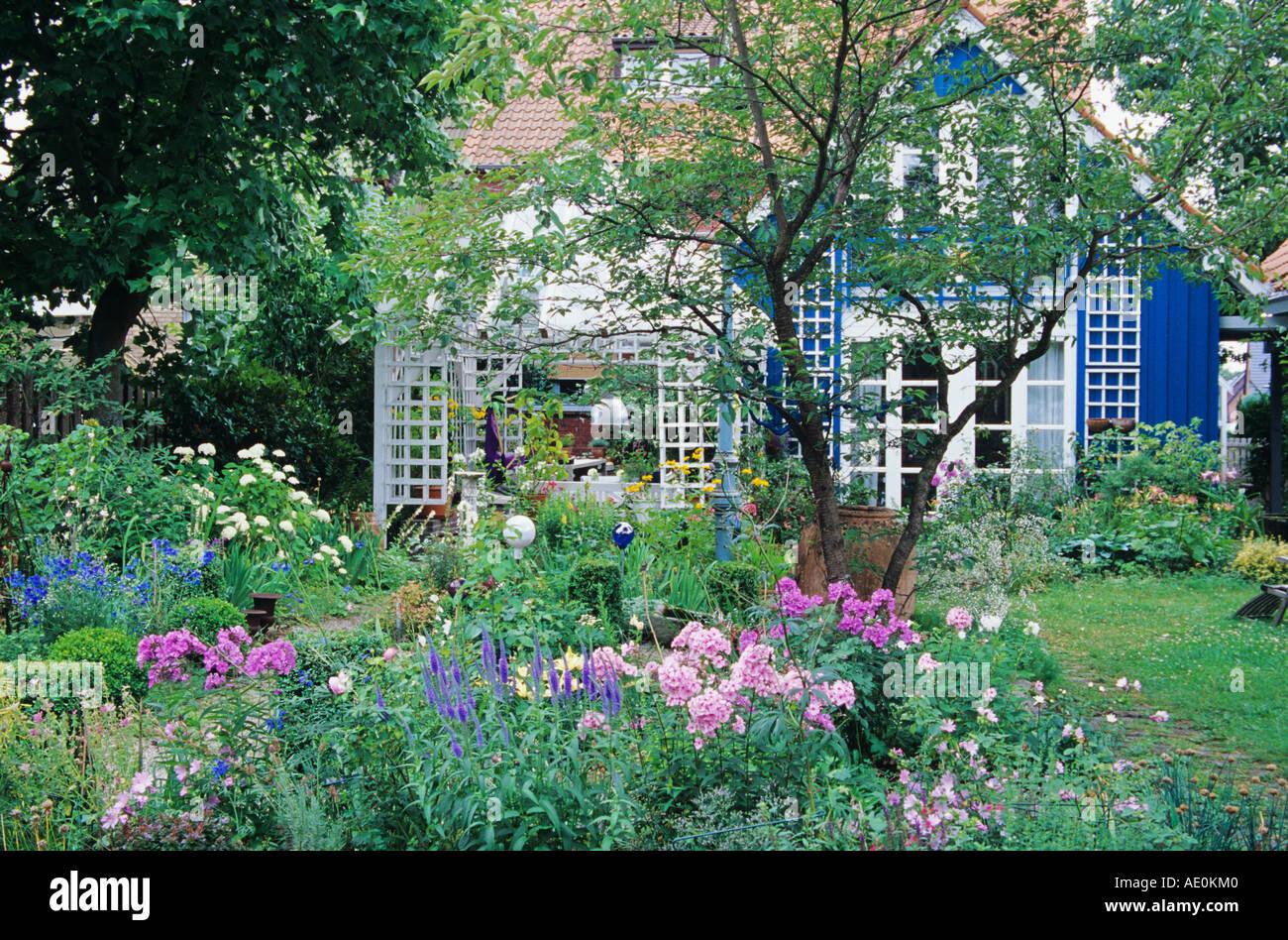 Hermoso jardín aspecto Imagen De Stock