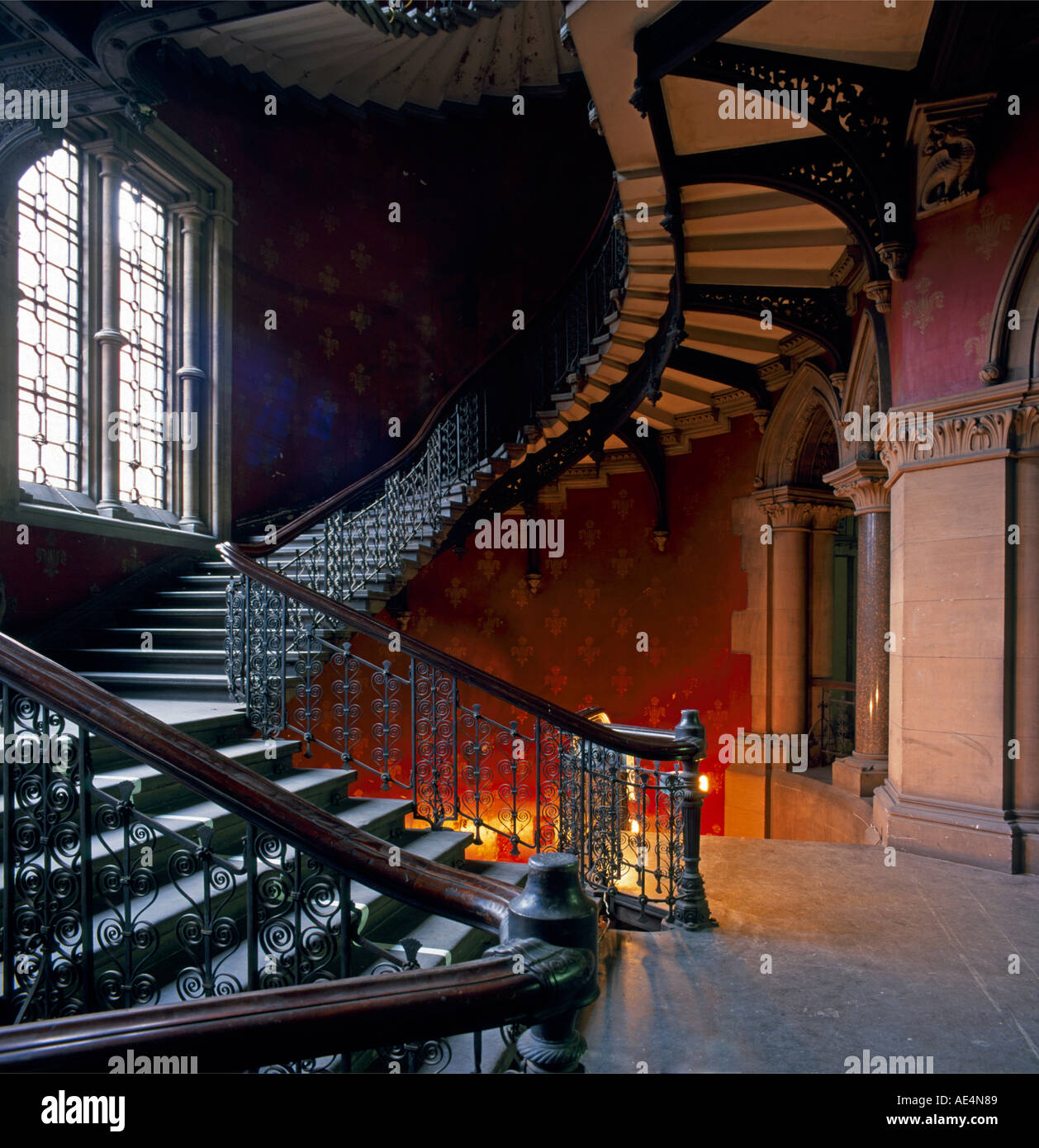 Grand Victorian escalera gótica dentro de St Pancras Chambers London NW1 Inglaterra Imagen De Stock