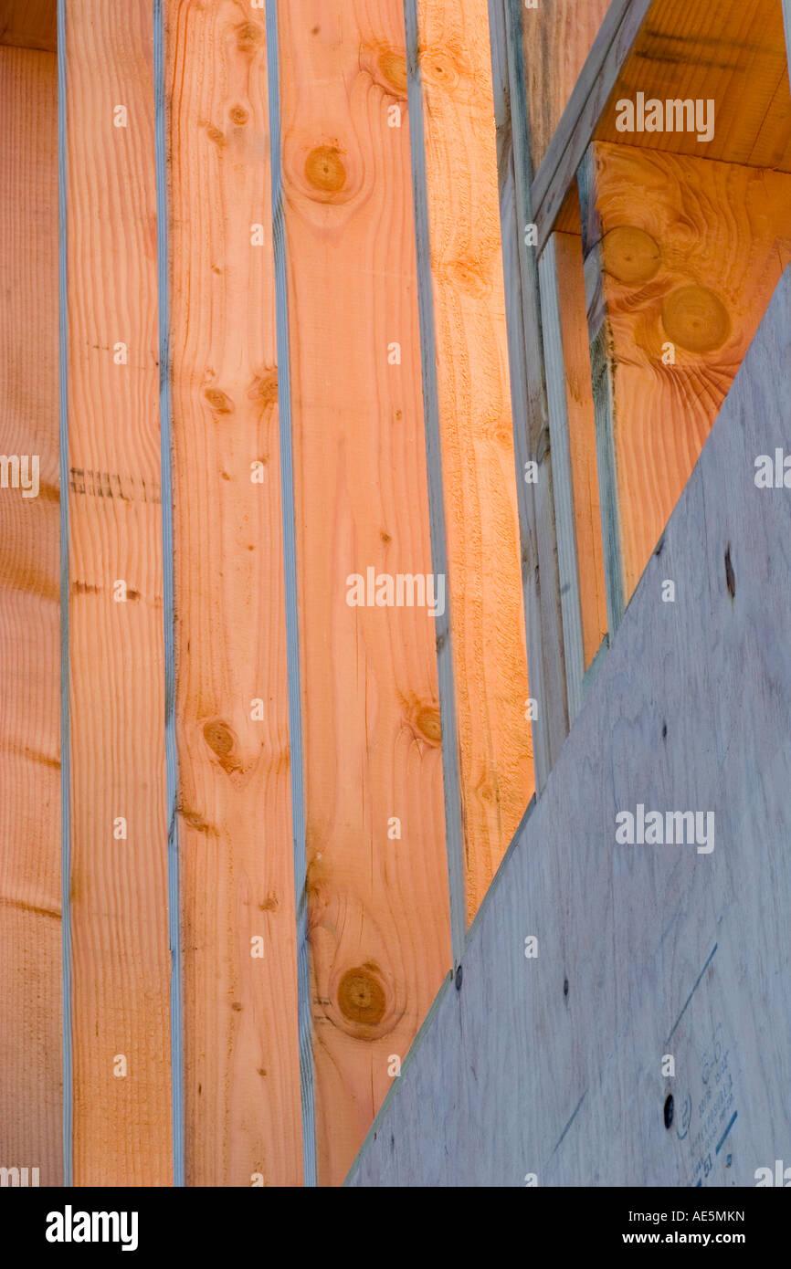 Estructura de un muro enmarcado en un sitio de construcción ...