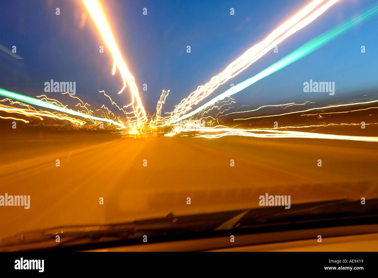 Coche, tráfico, senderos, carreteras, noche, gráficos, color, blues, intenso, viajes, moderna, los coches, las rayas, el transporte, la velocidad, el desenfoque, moti Imagen De Stock