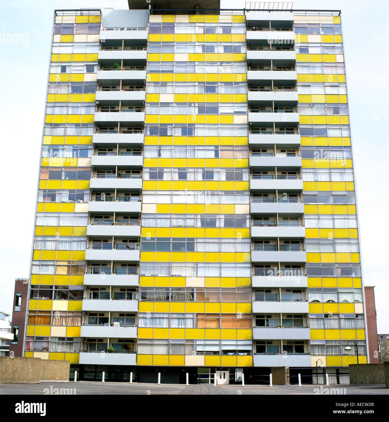 Vista exterior de gran Arthur Casa apartamento aprovechando la Golden Lane Break antes de la restauración de la fachada de la ciudad de Londres EC1 UK KATHY DEWITT Imagen De Stock