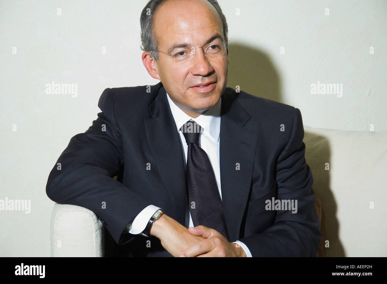 Felipe Calderón Presidente De México Durante Una Entrevista En La