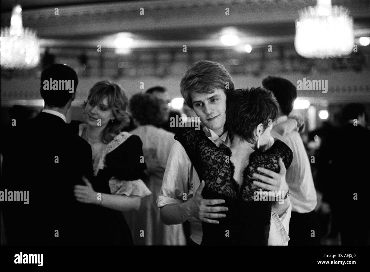 Baile de la rosa Grosvenor House Hotel, Park Lane, Londres, Inglaterra 1982. 1980 UK HOMER SYKES Imagen De Stock