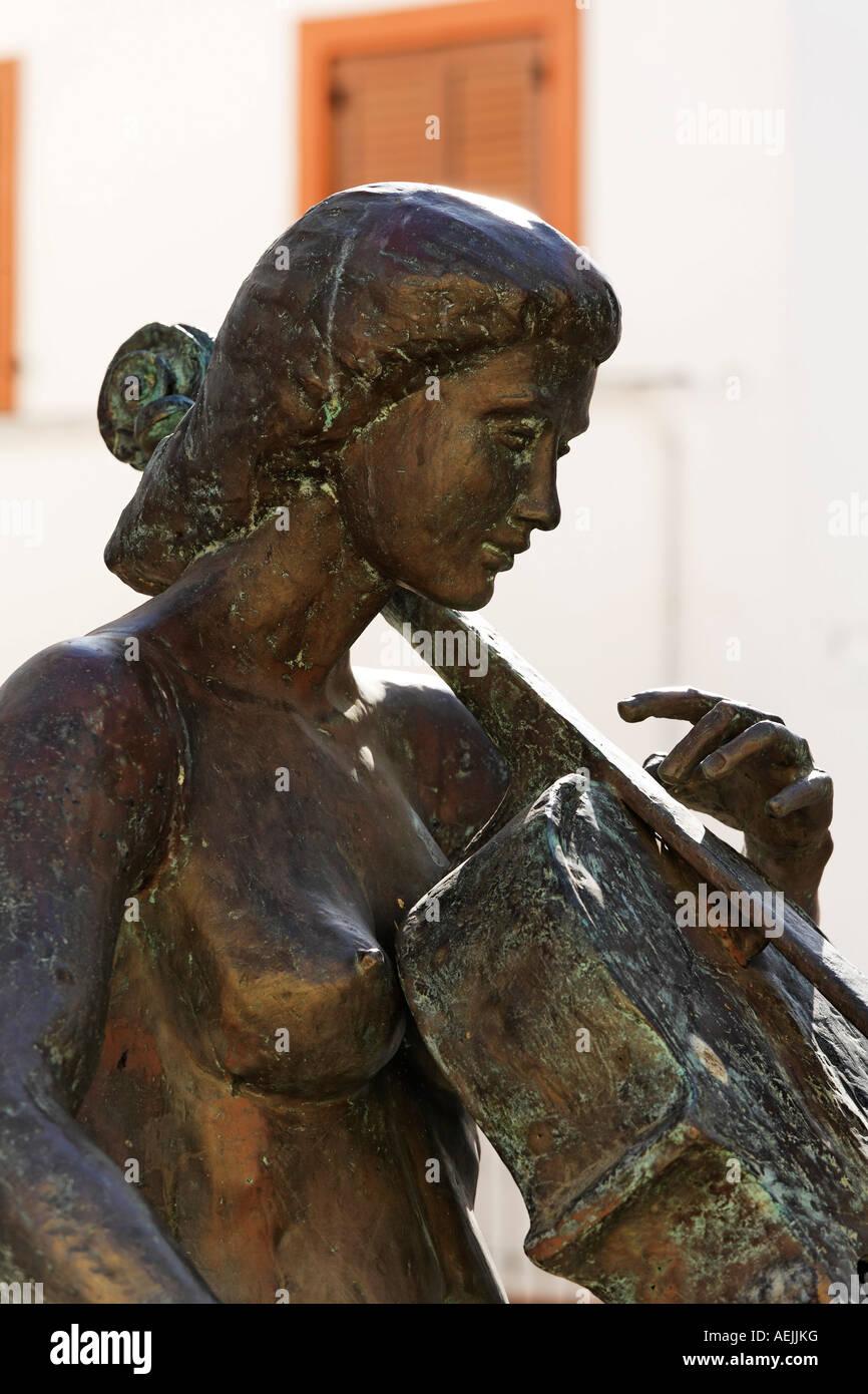 Estatua de bronce homenaje a la musica de A. L. Benítez, 1998, Agueimes, Aguimes, Gran Canaria, España Imagen De Stock