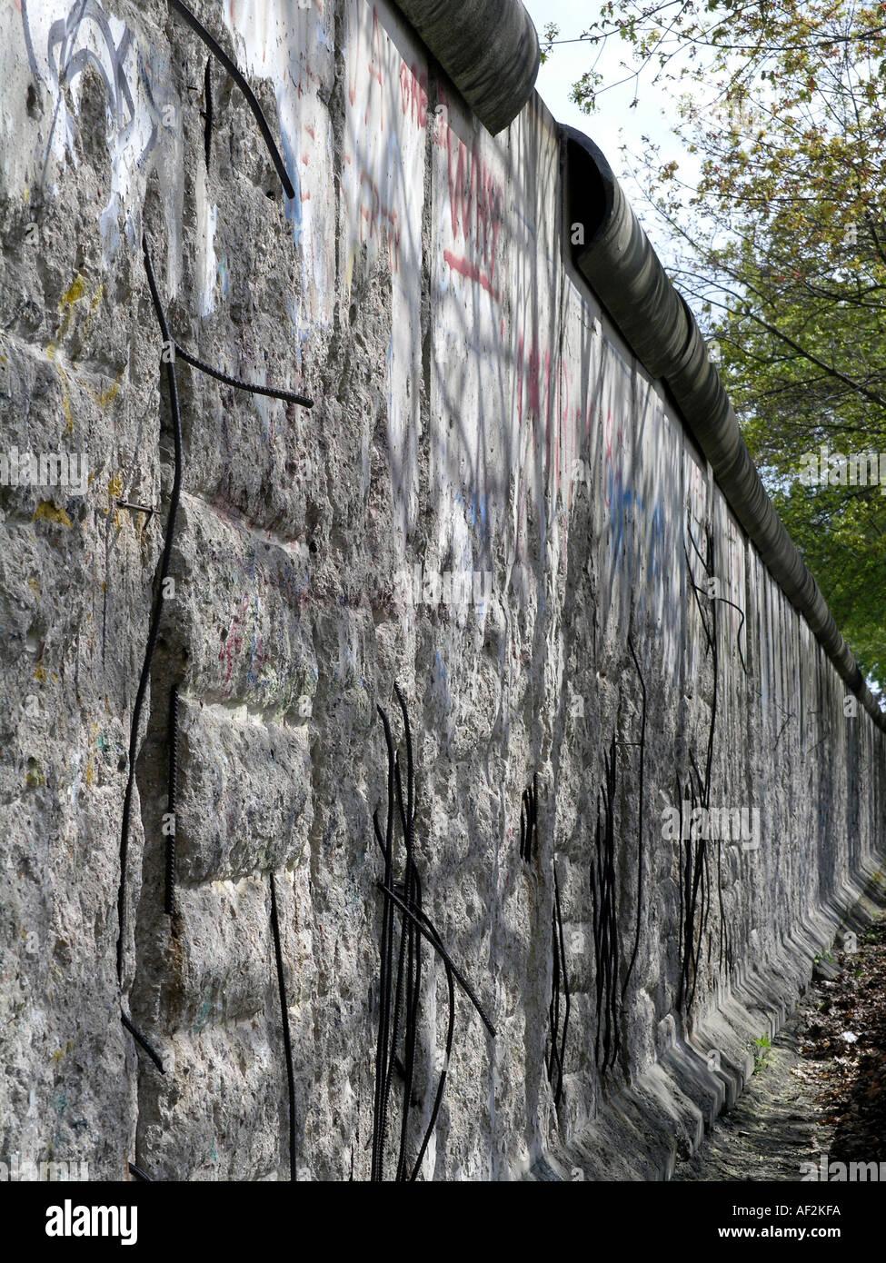 Pice restante del muro de Berlín que dividió Berlín oriental y occidental durante la guerra fría Imagen De Stock