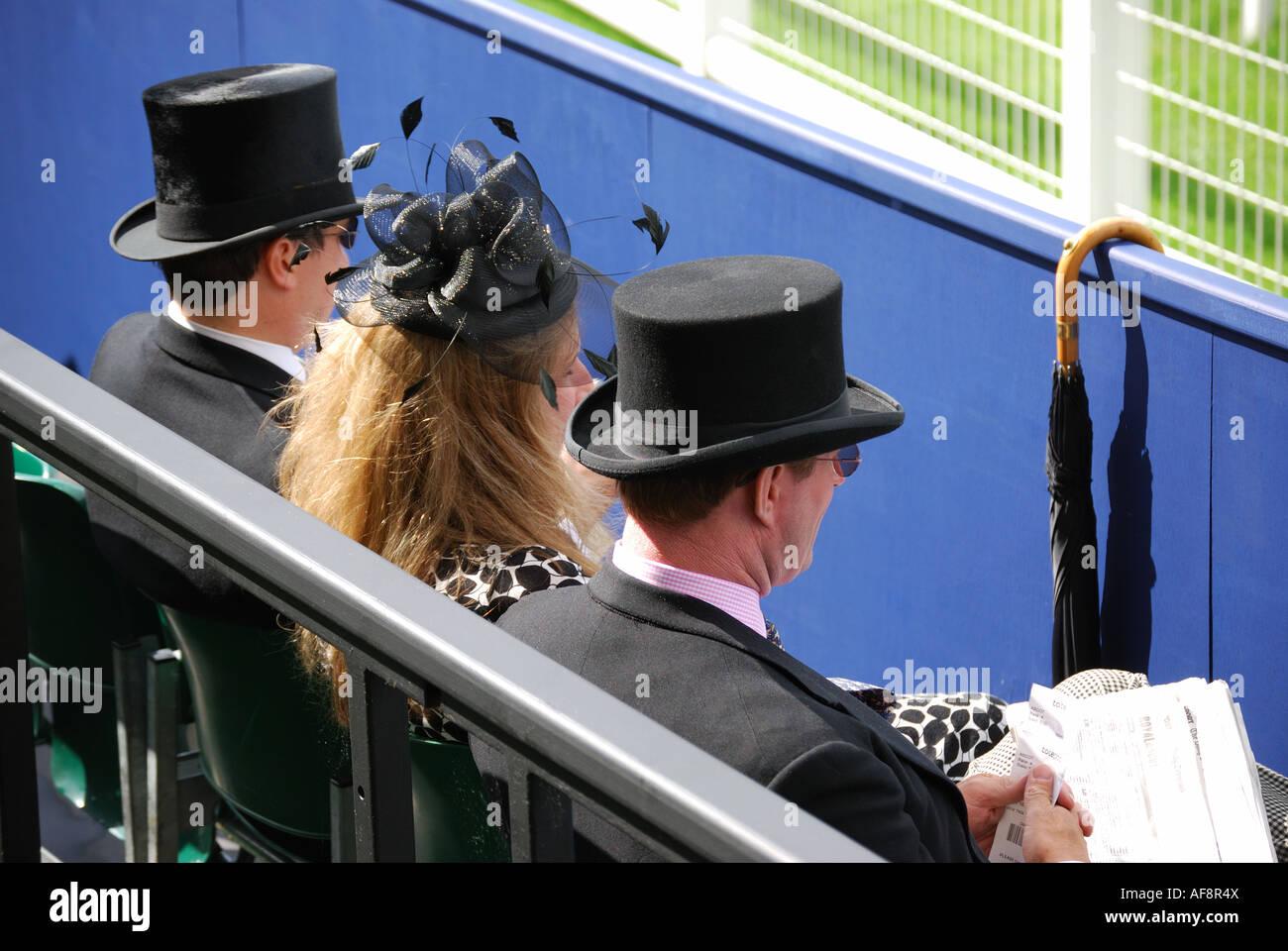 Grupo en el Royal Enclosure, Royal Ascot Reunión, el hipódromo de Ascot, Ascot, Berkshire, Inglaterra, Imagen De Stock