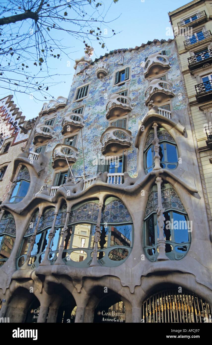 La fachada modernista de Antoni Gaudí, La Casa Batlló en Passeig de Gràcia de Barcelona. Imagen De Stock