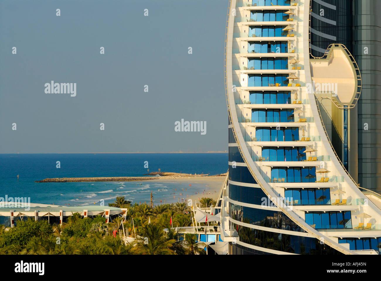Habitaciones con balcón, el Jumeirah Beach Hotel, Dubai, Emiratos Árabes Unidos. Imagen De Stock
