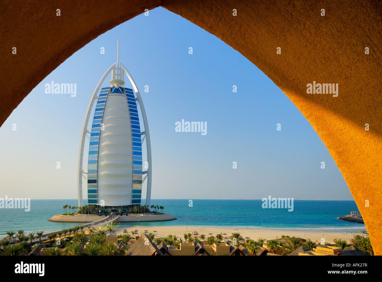 Wadi Water Park y el hotel Burj Al Arab, Burj al-Arab, Dubai, Emiratos Árabes Unidos. Imagen De Stock