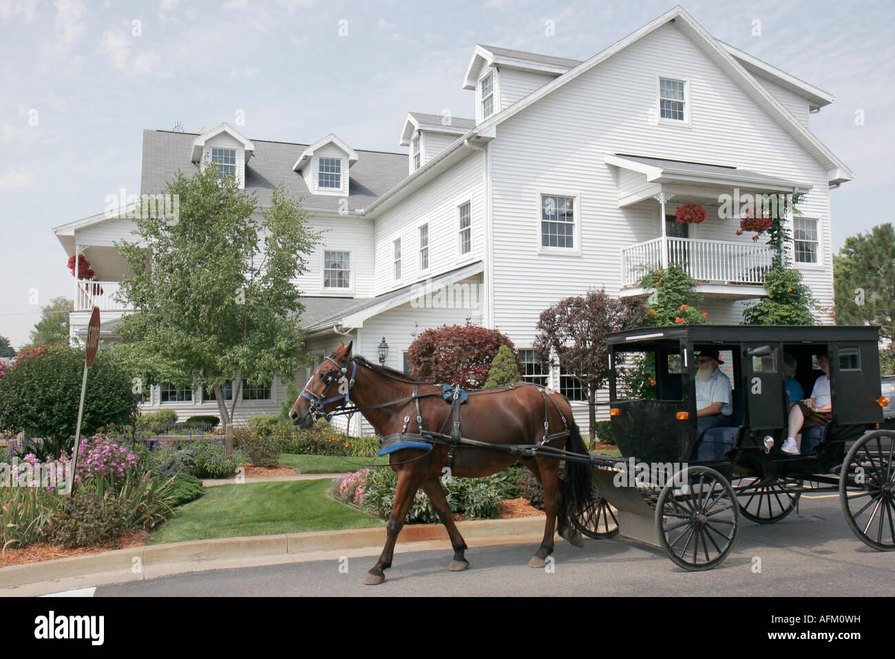 Indiana Shipshewana Harrison Street caballos amish buggy ride Imagen De  Stock 13fcc4e52fa