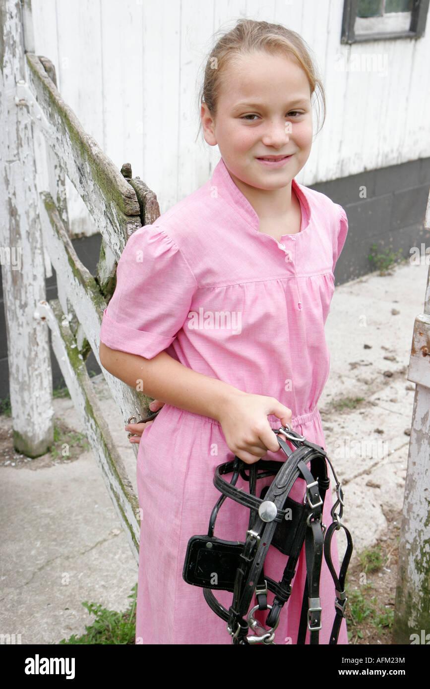 Indiana Shipshewana excursión a una granja Amish chica arnés de caballo  Imagen De Stock a1763ba3d11
