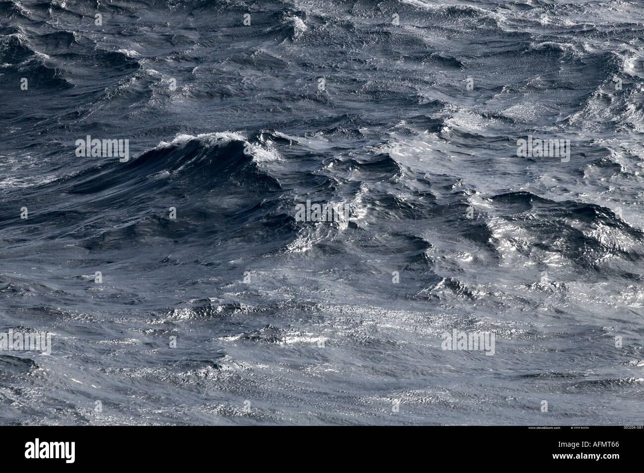 Las aguas grises del Océano Austral Imagen De Stock
