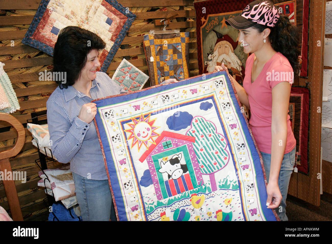 Indiana Middlebury Das holandés Essenhaus Village Tienda regalos estilo  Amish quilt madre hija adolescente Imagen De 79b6e732bde