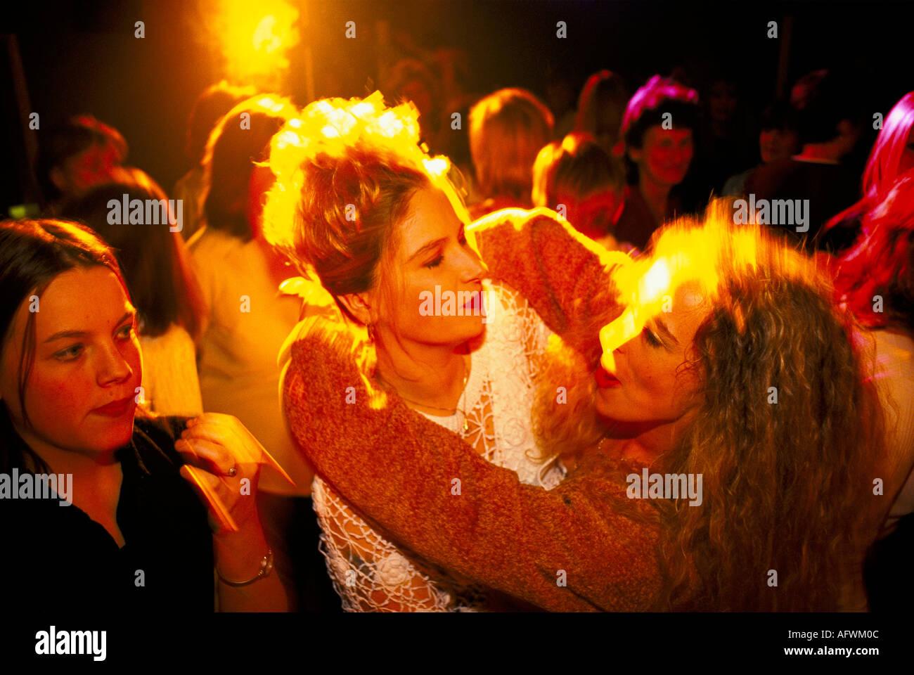 Grupo de niñas en la despedida de soltera de noche en el Club Nocturno Midland UK. Las niñas sólo por la noche. Imagen De Stock