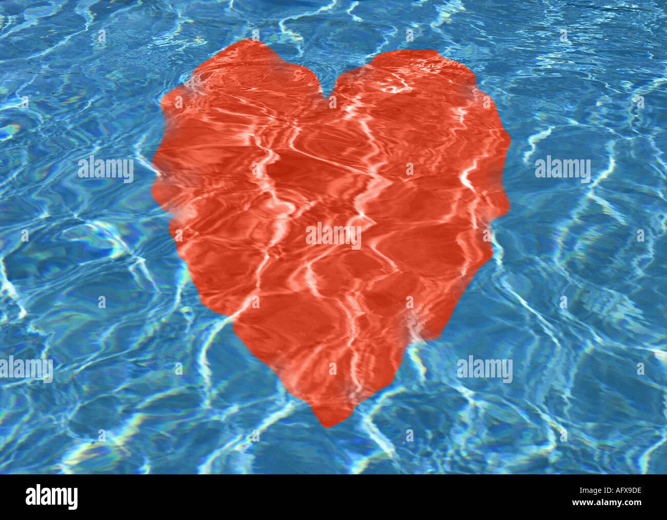 Corazón rojo bajo el agua. Imagen De Stock