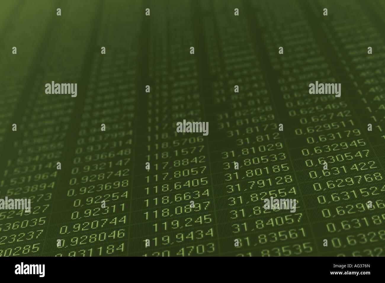 En el monitor de un ordenador números pintados en color verde oscuro Imagen De Stock