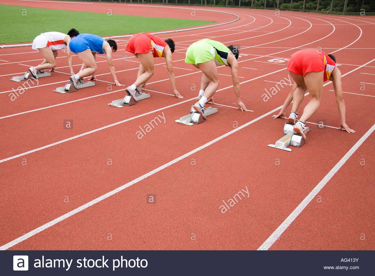 Atletas en línea de salida Imagen De Stock