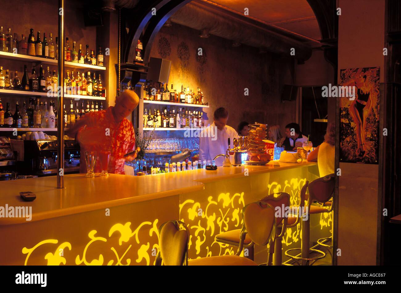 El moderno Bar terciopelos ciudad vieja Riga Letonia Foto de stock