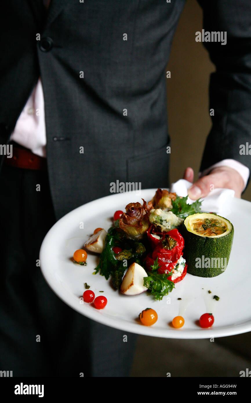Plato de verdura en quince restaurante Jamie Oliver, nuevo restaurante en el Pakhuis Amsterdam Holanda Imagen De Stock