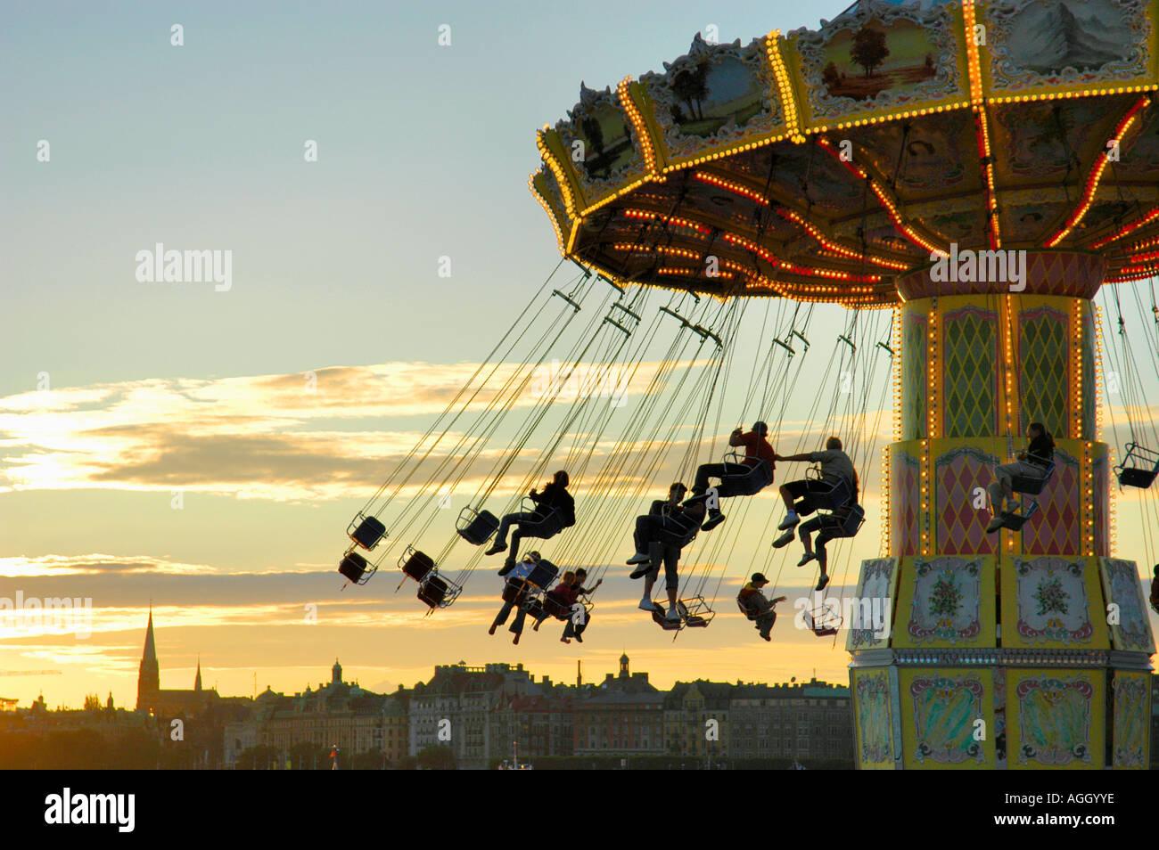 Atracción/carrusel en parque de diversiones Gröna Lund, Estocolmo, Suecia Imagen De Stock