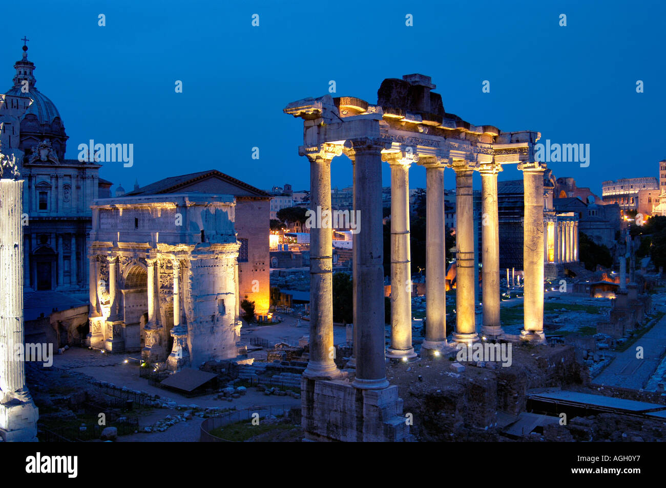 Al anochecer, las ruinas del Foro Romano, el Foro Romano, Roma, Italia Imagen De Stock
