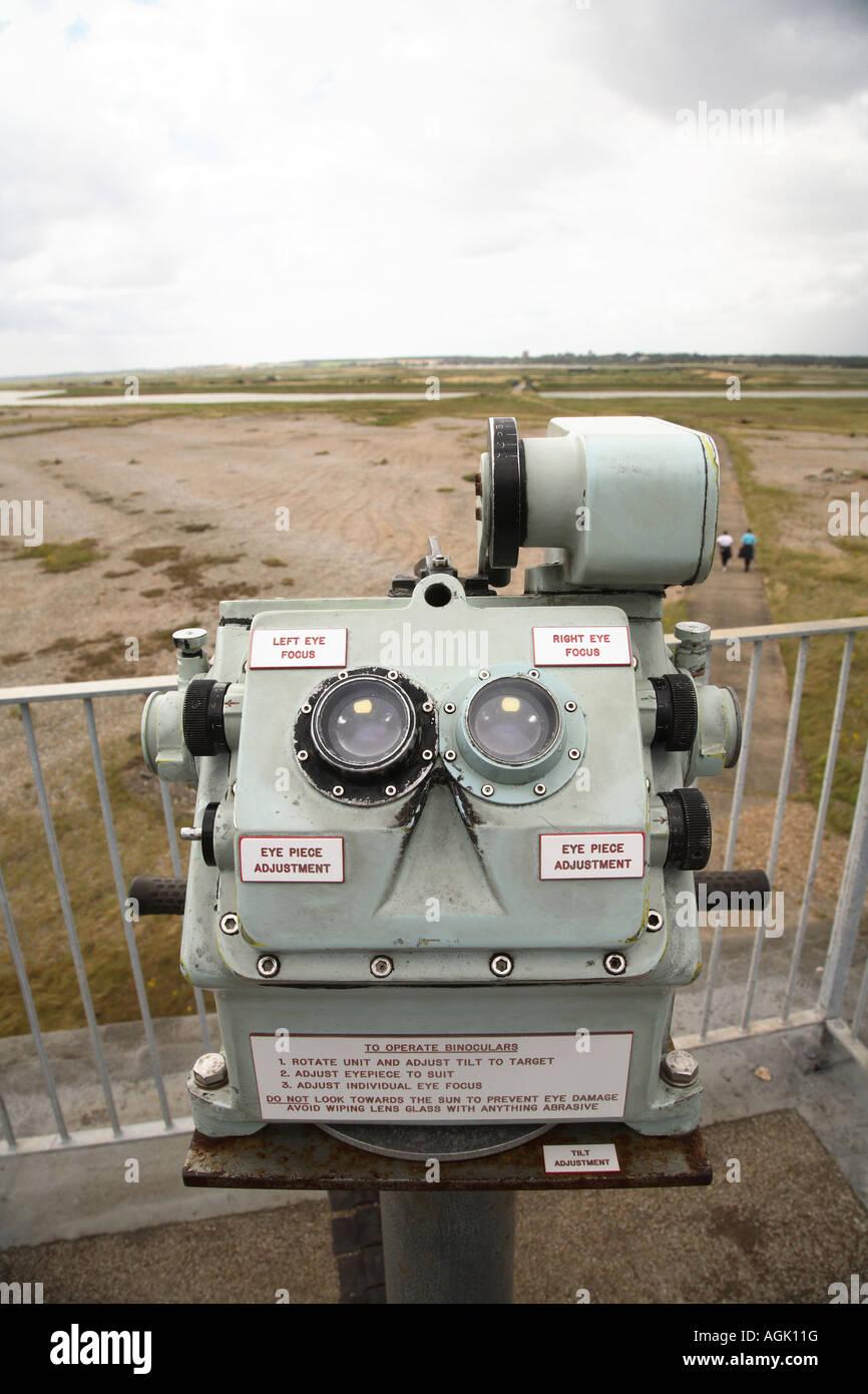Los binoculares en el sitio de secretos militares de la guerra fría, pruebas de Orford Ness Reserva Natural Imagen De Stock
