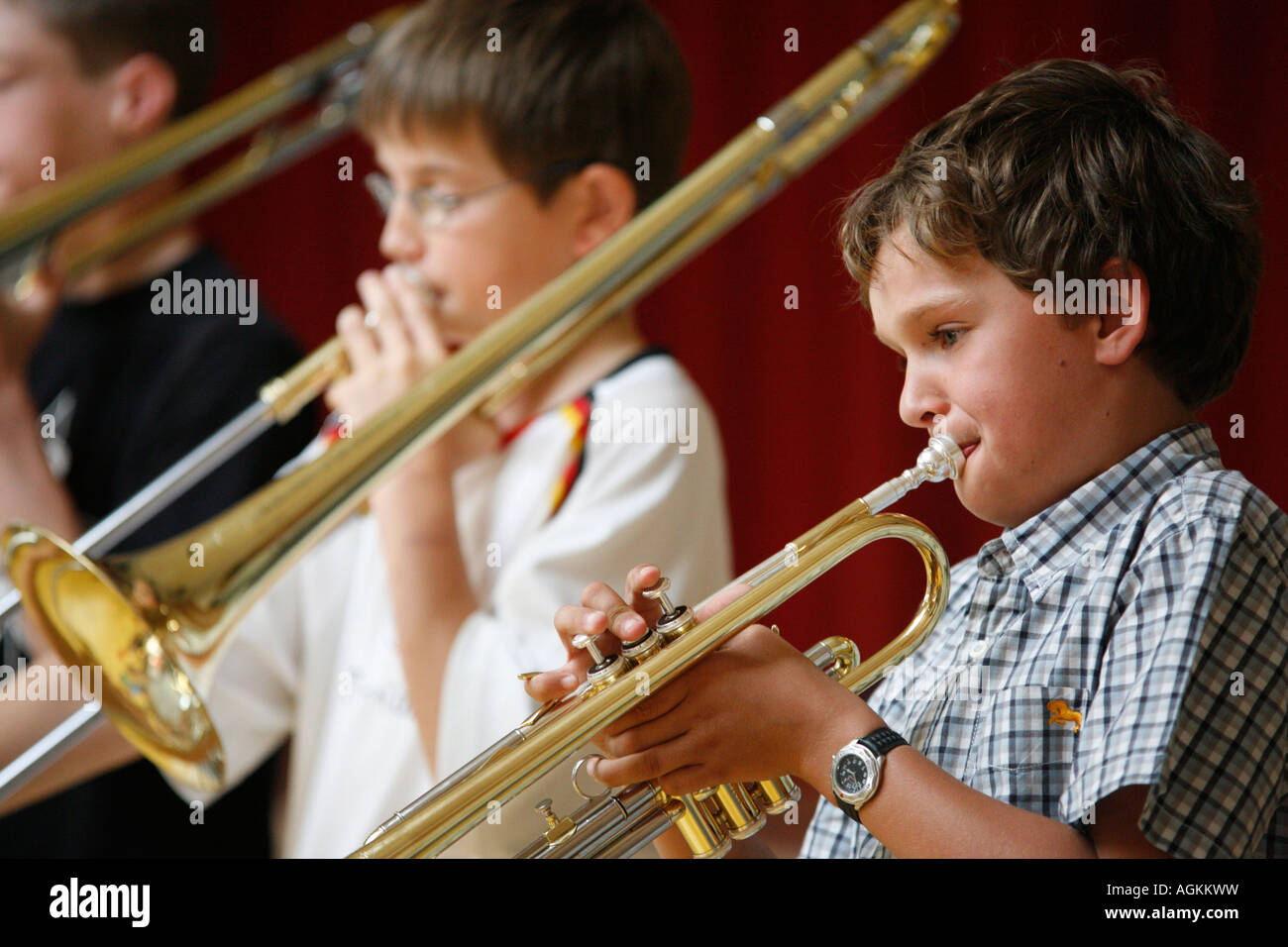 Los niños haciendo música Imagen De Stock