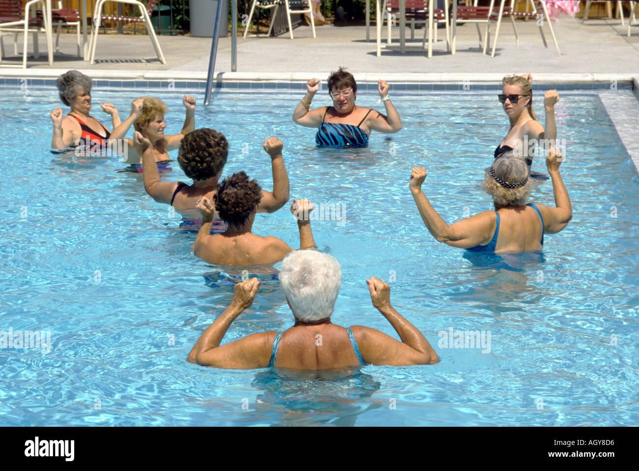 Senior femenino el ejercicio como parte de una rutina diaria Sun City, Florida Imagen De Stock