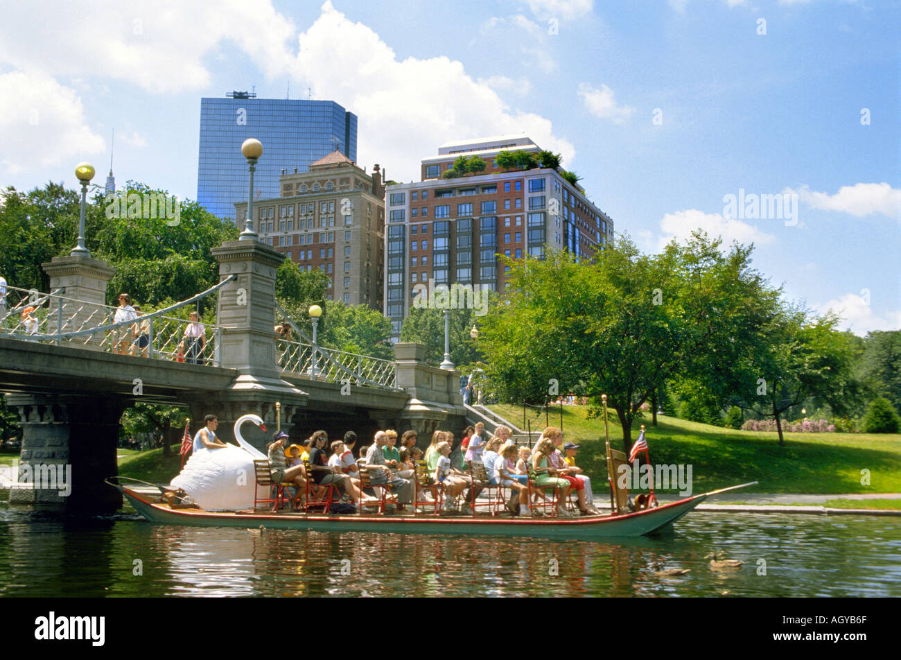 Swan Boats parte integrante del paisaje del centro de Boston, Massachusetts Imagen De Stock