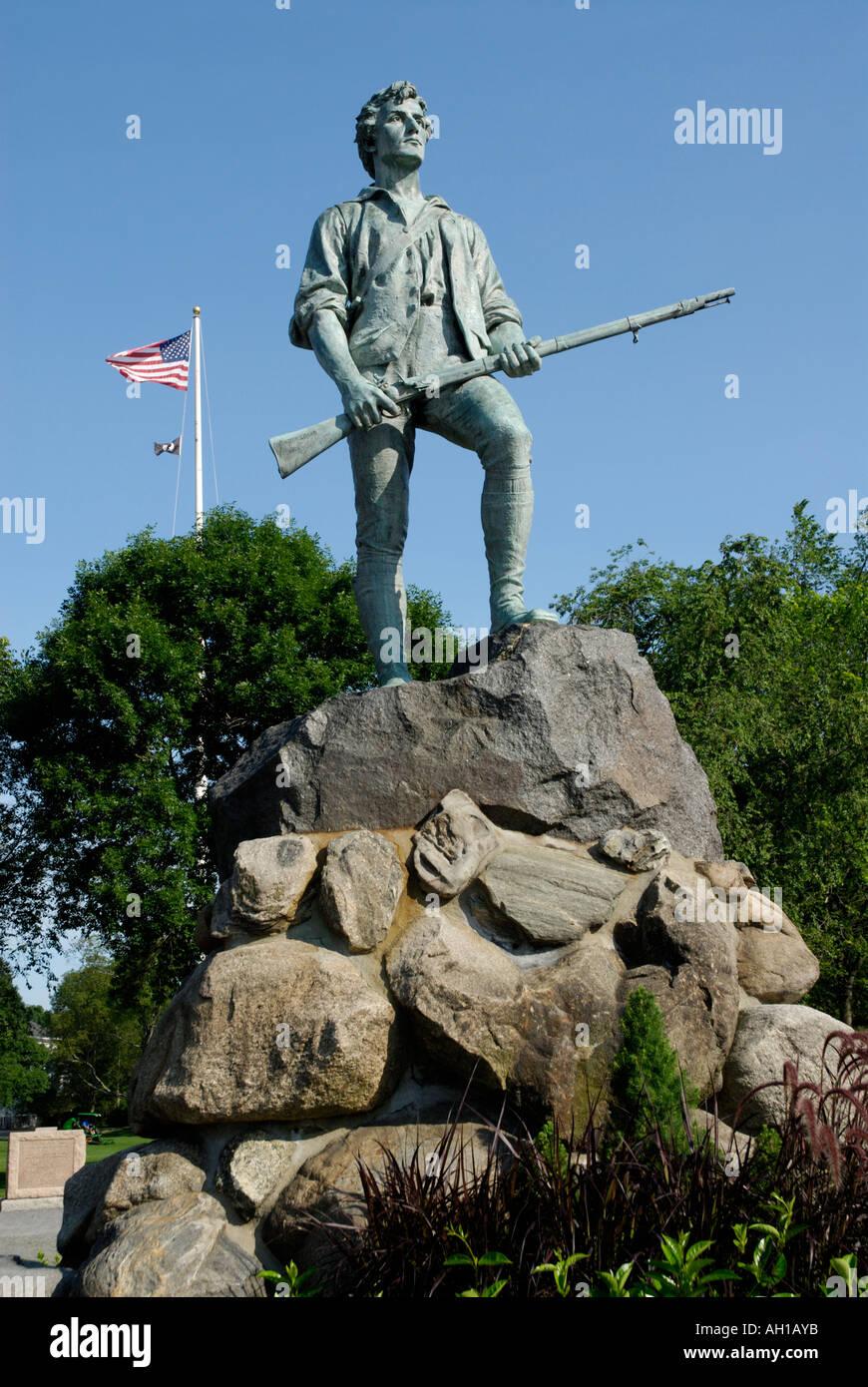 Estatua Memorial del capitán John Parker en Lexington Battle Green sitio del comienzo de la Revolución Americana Foto de stock