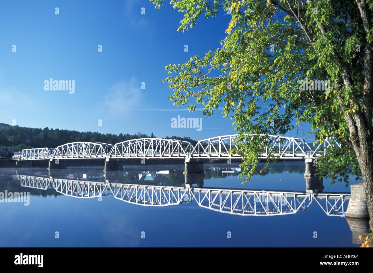 Pratt Truss puente de acero sobre el Río San Juan de Nueva Brunswick ...