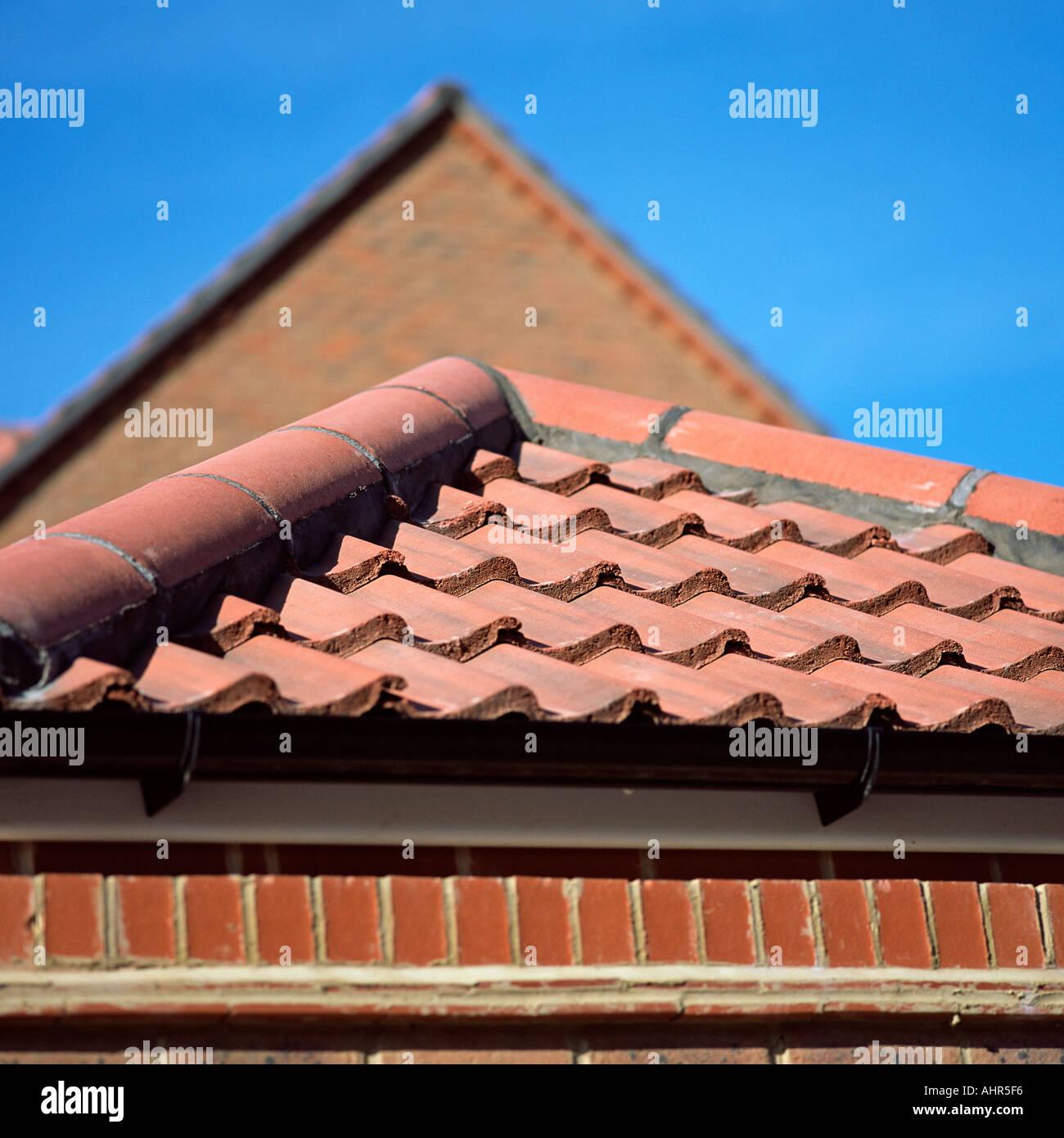 Casa con techo de tejas Foto de stock