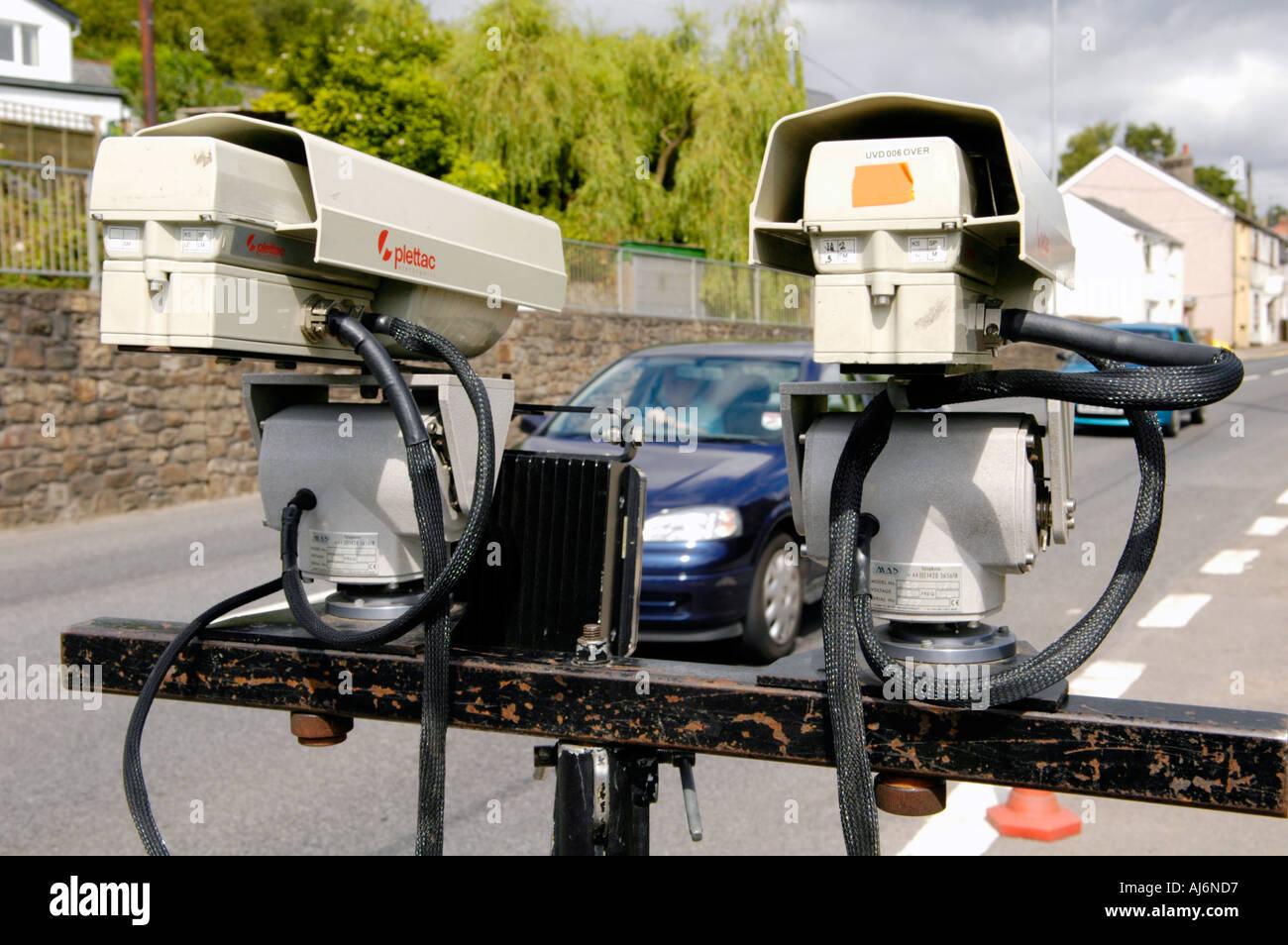 Los impuestos sobre los vehículos en un punto de control de la Cámara de DVLA operación en el sur de Gales, Reino Unido GB Imagen De Stock