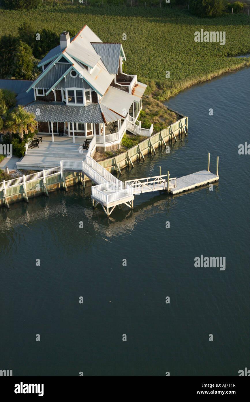 Vista aérea de la casa frente al mar en Carolina del Norte de la isla de cabeza calva Imagen De Stock
