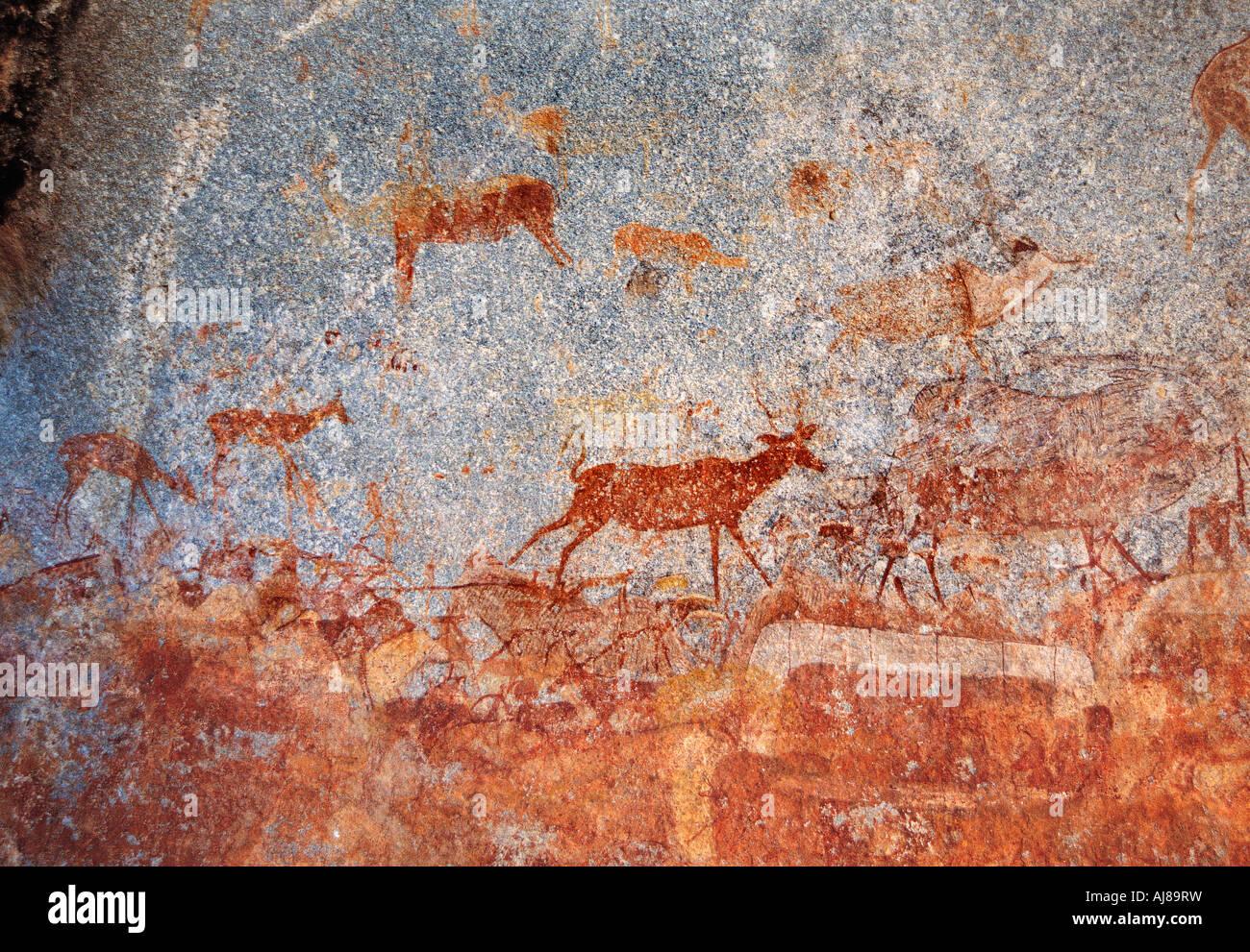 San Bosquimanos Nswatugi pinturas rupestres en el Parque Nacional de Matobo Zimbabwe Imagen De Stock