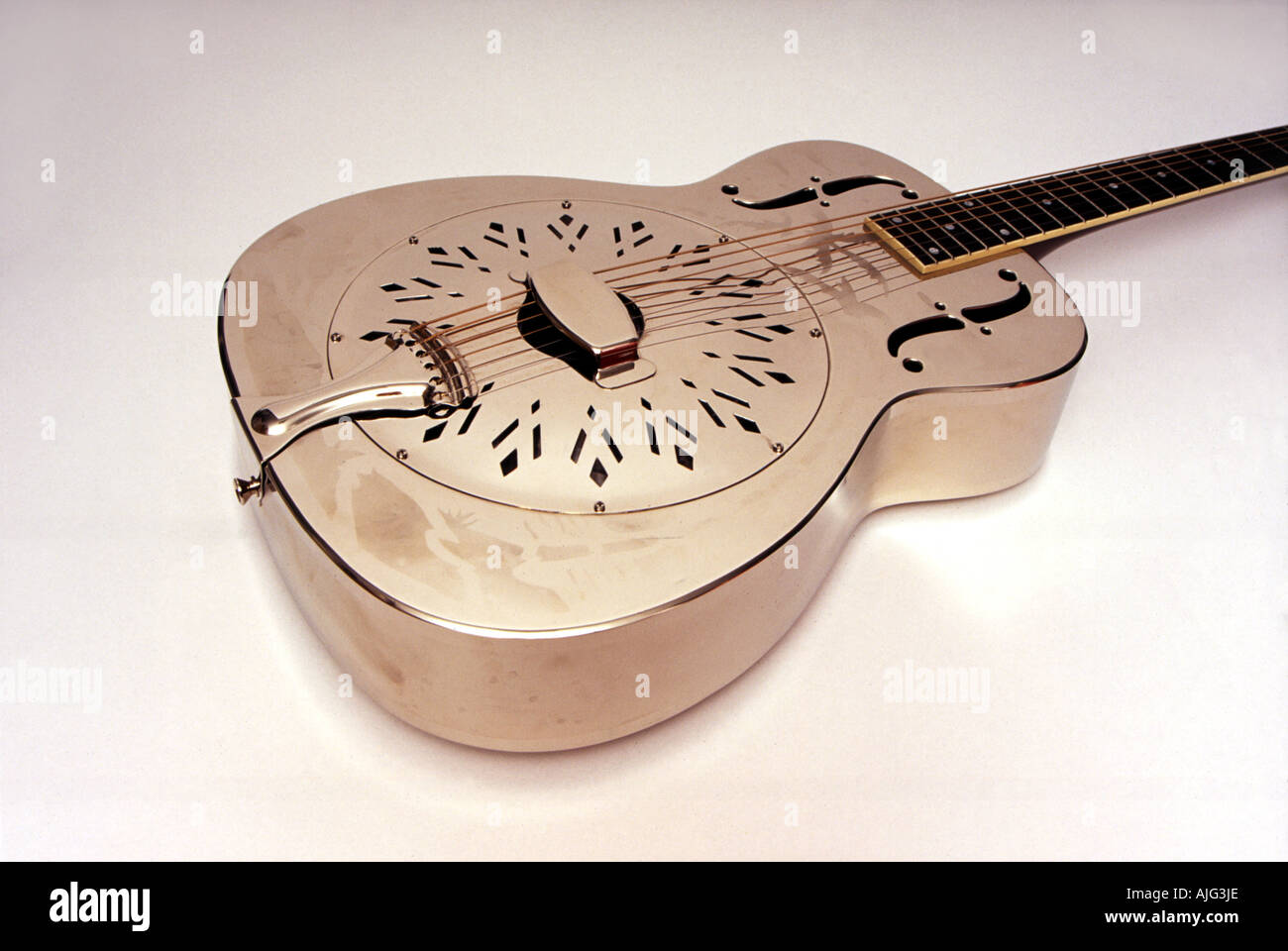 A mediados de 1930 la guitarra estilo resonador o modelo similar al desempeñado por Mark Knopfler Imagen De Stock