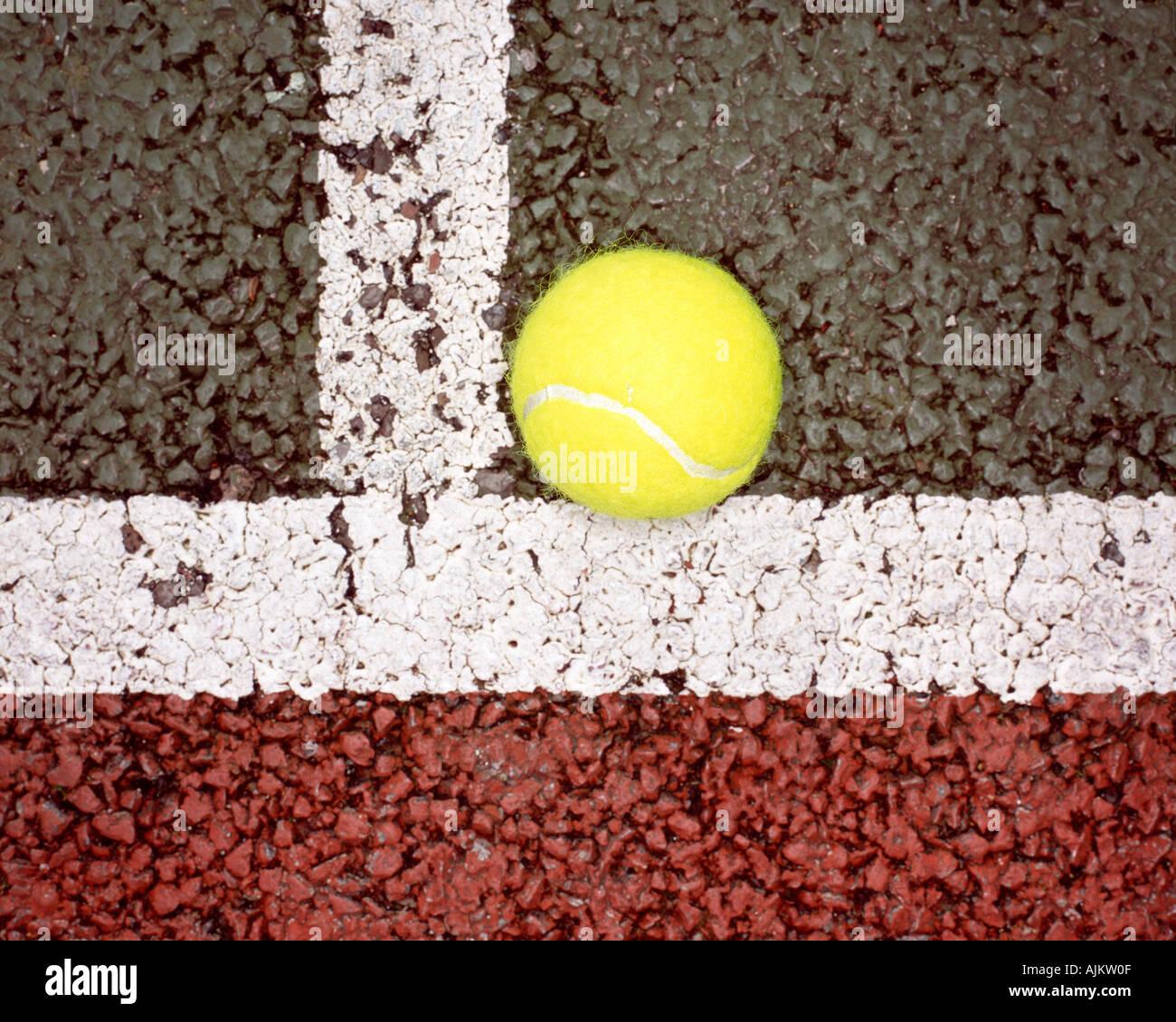 Pelota de Tenis on line Imagen De Stock