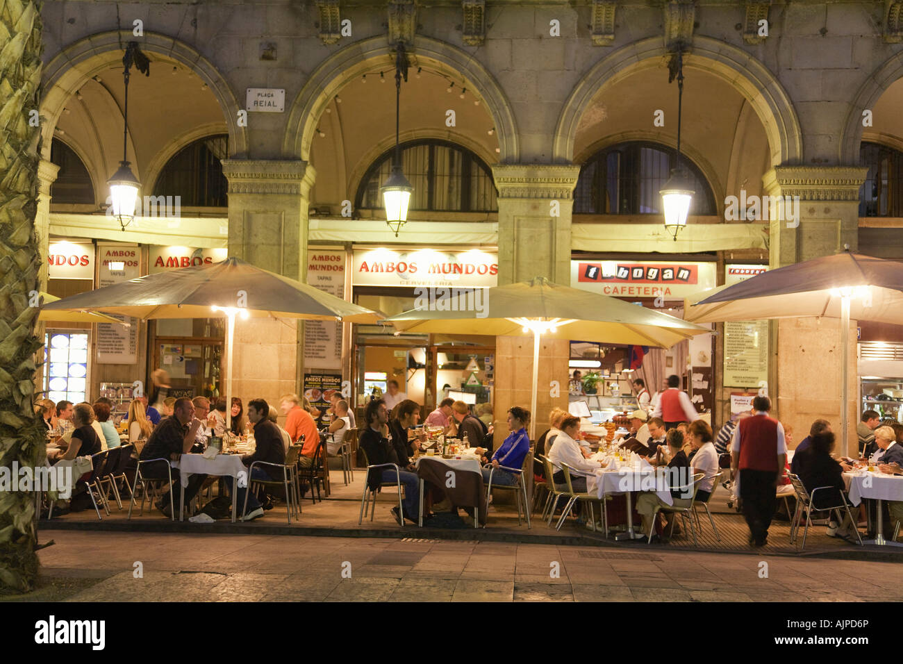 Resultado de imagen de plaza real barcelona restaurante