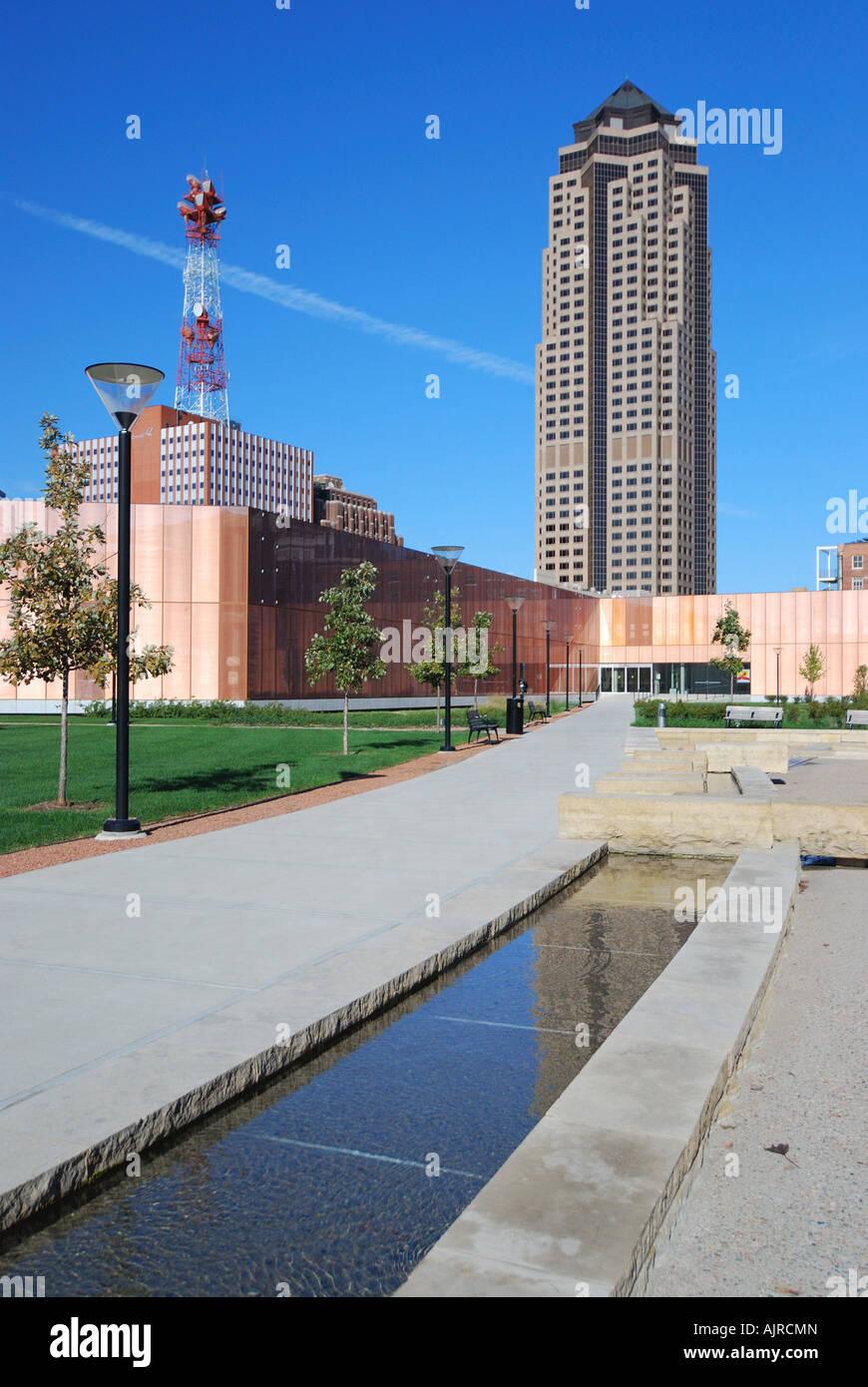 Del centro de la ciudad de Des Moines skyline con el nuevo edificio ...