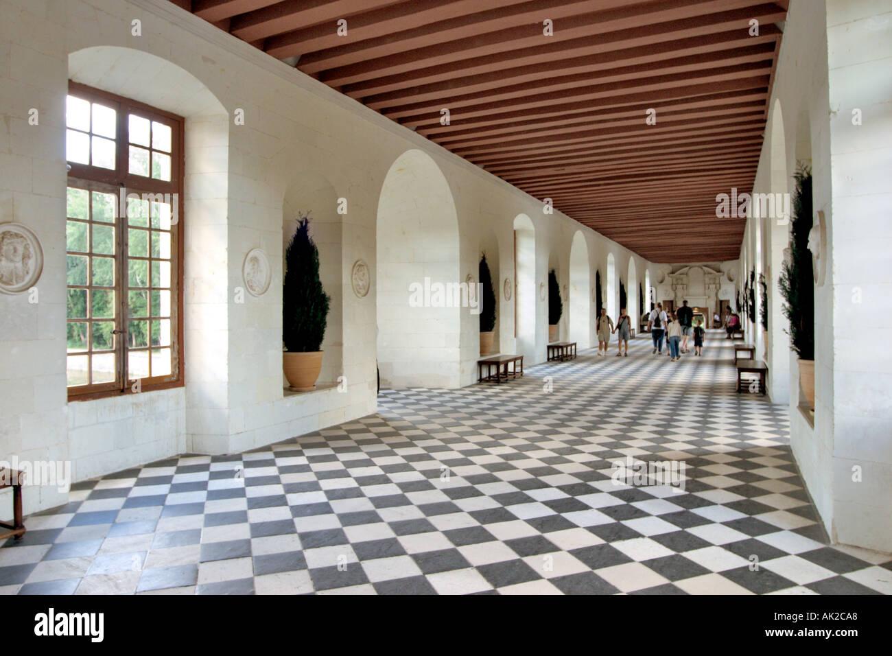 Larga Galería spanning el río Cher, Château de Chenonceau, el Valle del Loira, Francia Imagen De Stock