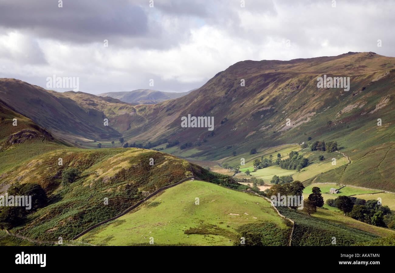 Vista desde Halin cayó junto al valle Boardale Mountain Lake District National Park Cumbria Foto de stock