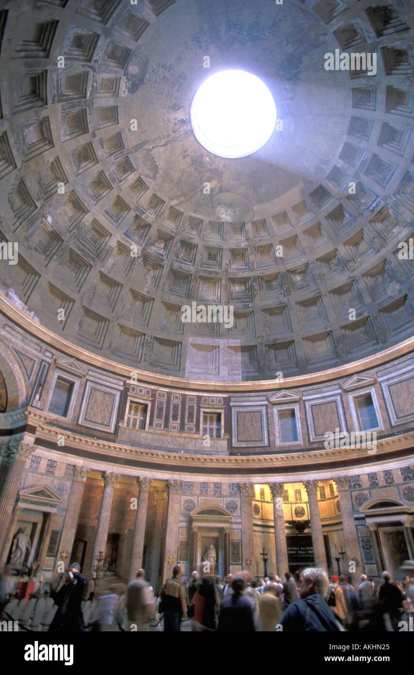 Oculus en Coliseo Roma Italia Foto de stock