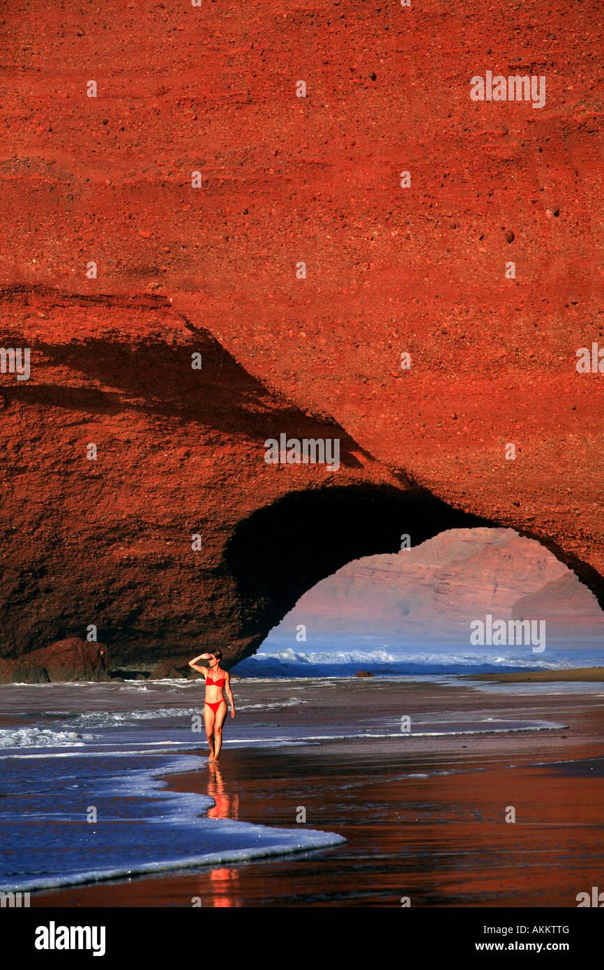 Marruecos, región Souss, costa atlántica en el sur de Agadir, Mirleft, los acantilados rojos de El Gezira Imagen De Stock