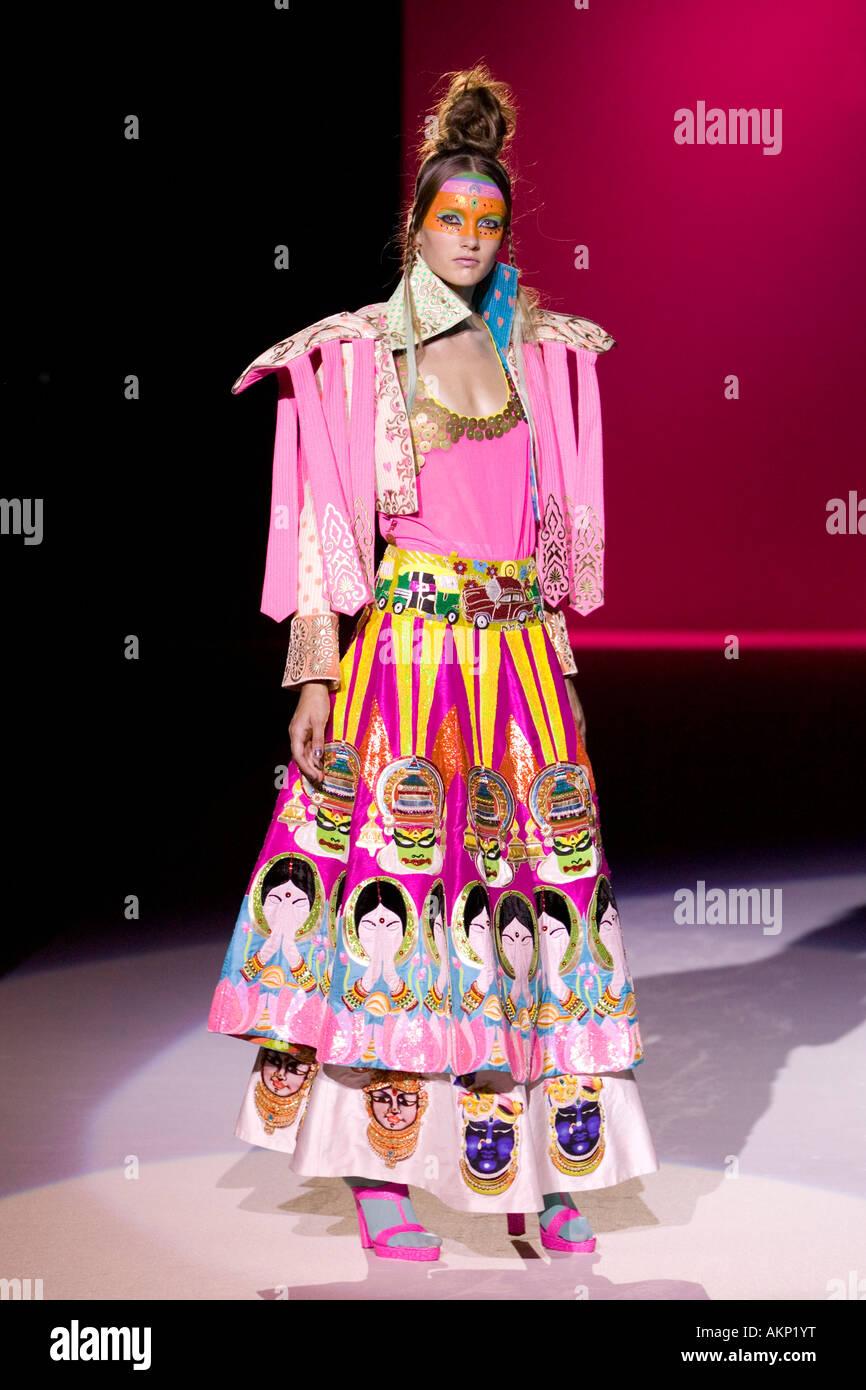 Indian Fashion Imágenes De Stock & Indian Fashion Fotos De Stock - Alamy