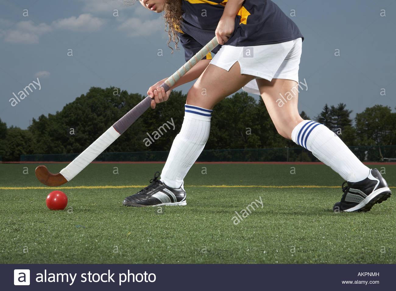 Una de las piernas de jugadores de hockey Imagen De Stock