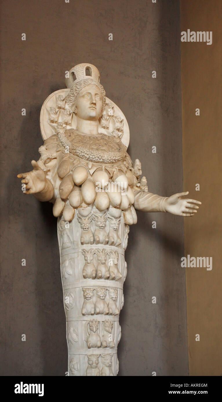 Estatua De Diosa De La Fertilidad Los Museos Del Vaticano Italia Fotografía De Stock Alamy